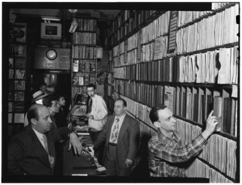 Milt_Gabler,_Herbie_Hill,_Lou_Blum,_Jack_Crystal._Commodore_Record_Shop,_August_1947_(Gottlieb_01631)