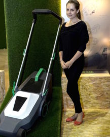 Winner of the Vermont Sales Festool project Lois Schwartz with her rechargeable lawnmower design.
