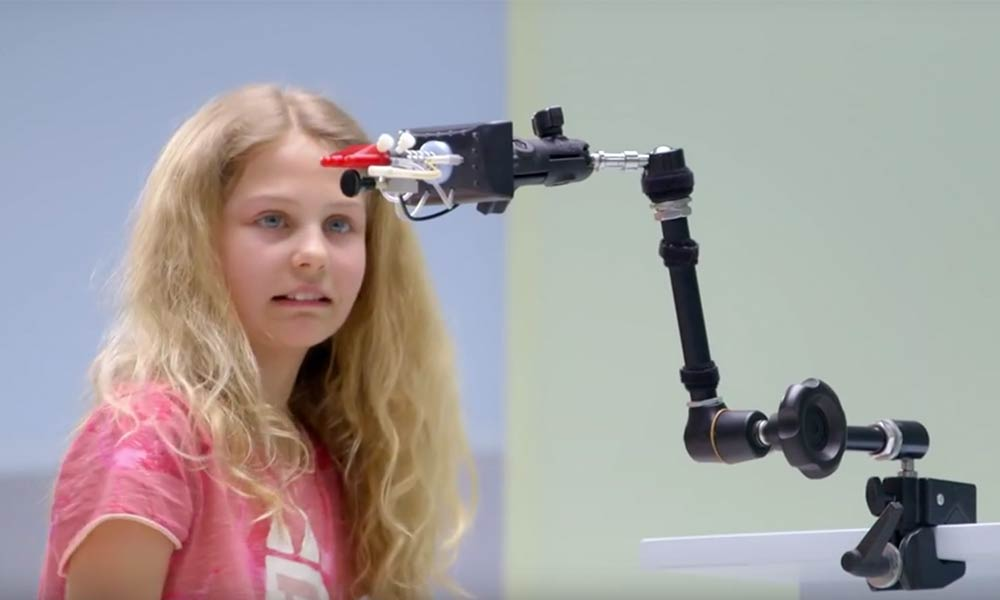 Kids encounter prosthetics for the first time Action Mensch