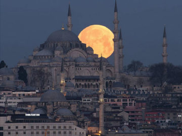 Supermoon over Istanbul by Ahmet Kizilhan
