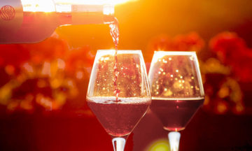 Science behind the drip-free wine bottle