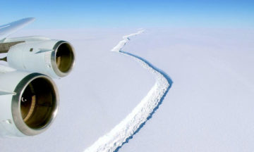 The giant Larsen C ice shelf is about to collapse
