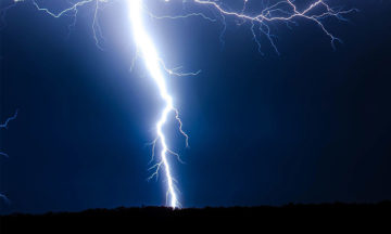 Lightning strike caught in high speed for the first time