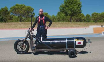 Water-powered trike by Francois Gissy