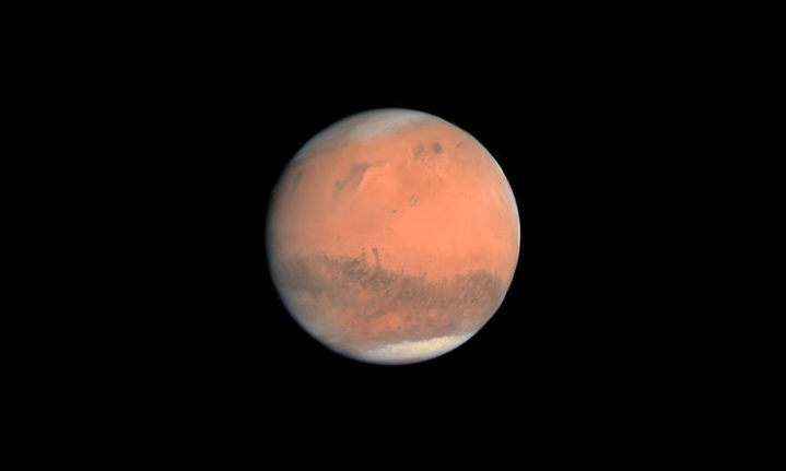 Dark streaks on Mars might be sand, not water